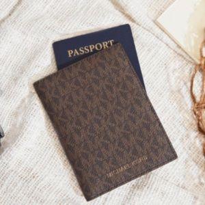 Micheal Kors Bedford Travel Passport Wallet / NEW